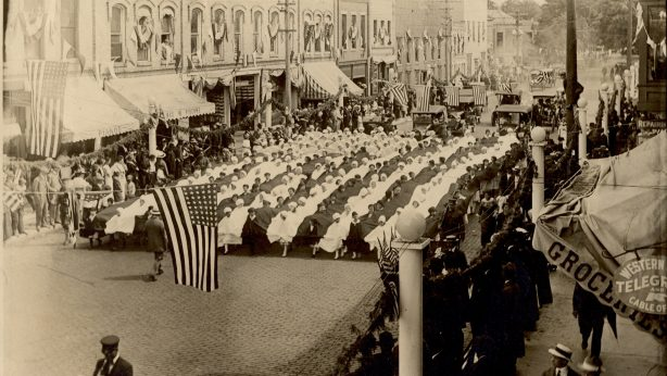 """Grand Army of the Republic Parade 1916 """"The Living Flag"""""""
